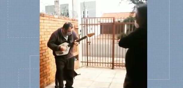 Delivery de música, serenatas e aulas pela internet: veja como artistas estão se reinventando durante a quarentena no Paraná