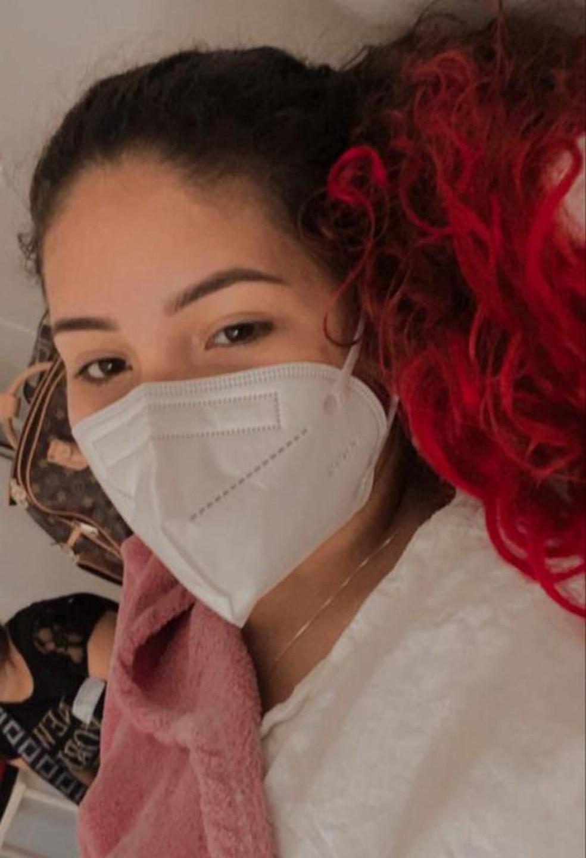 Lívia Monteiro durante a internação aguardando a cirurgia — Foto: Lívia Monteiro/Arquivo pessoal