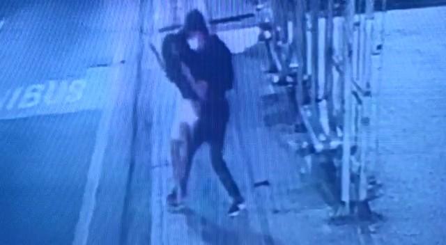 Vídeo mostra assalto em ponto de ônibus no Centro de Vitória
