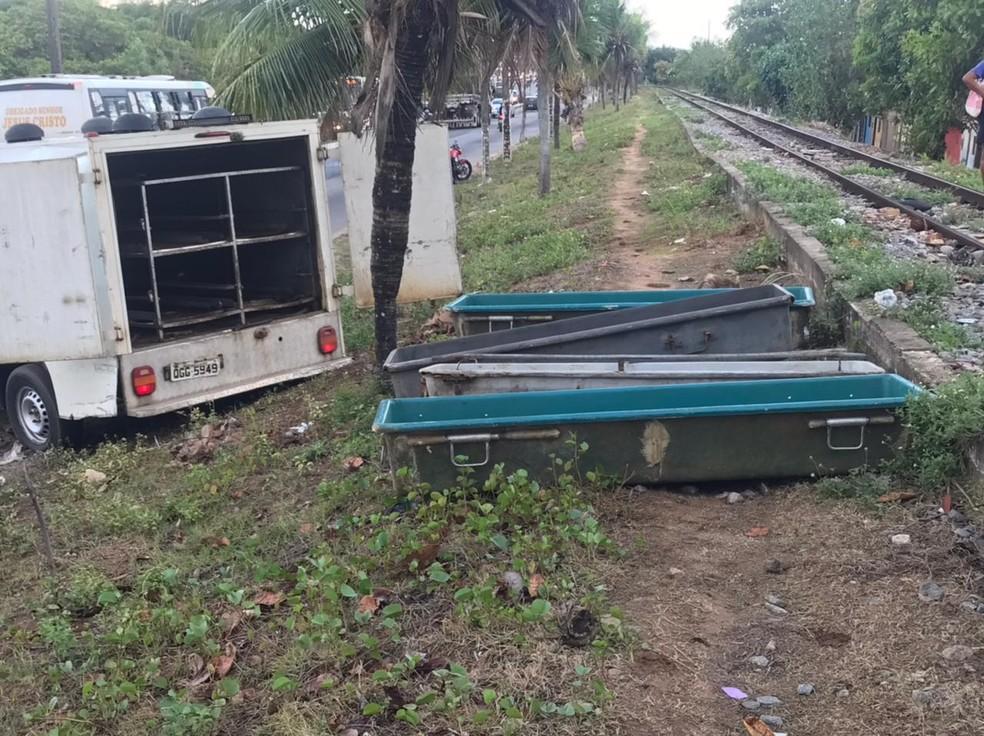 Quatro pessoas foram assassinadas em chacina ao lado da linha do trem na comunidade do Mosquito, na Zona Oeste de Natal. — Foto: Kleber Teixeira/Inter TV Cabugi