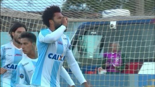 Gol do Londrina! Lucas Costa pega a sobra e empata o jogo, aos 45' do 1º tempo