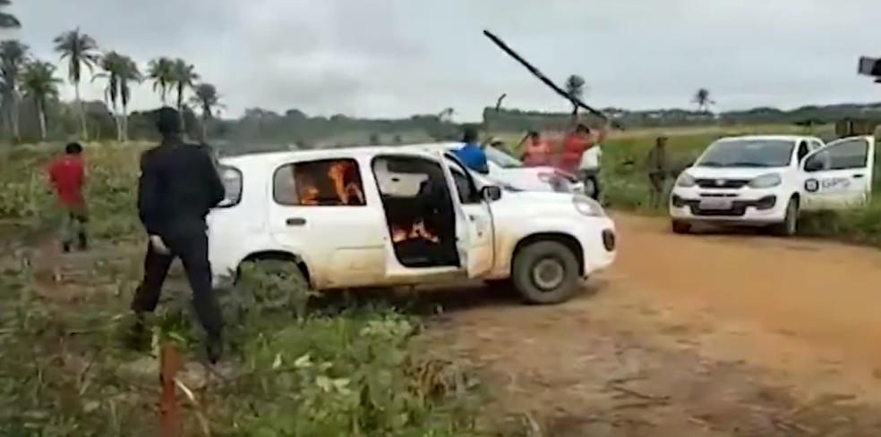 Homens atacaram equipes de segurança após ação de reintegração de posse na BA — Foto: Divulgação/TV Bahia