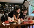 Joana Jabace, diretora de 'Diário de um confinado', e Bruno Mazzeo, autor e protagonista | Globo