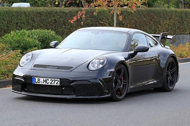 Novo 911 foi flagrado na versão GT3 (Foto: AutoMedia/Autoesporte)