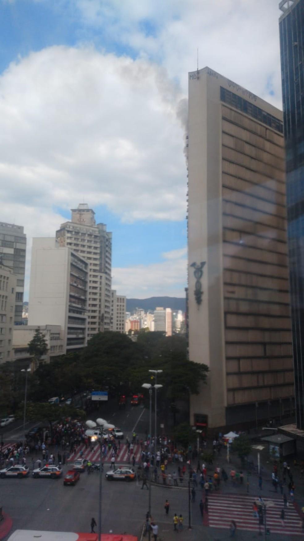 Fogo no Edifício Clemente Faria, em Belo Horizonte — Foto: Reprodução/Redes sociais
