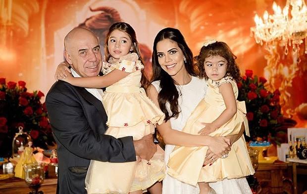 Daniela Albuquerque e Amilcare Dallevo com as filhas Alice e Antonella (Foto: Divulgação)