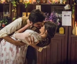 Rodrigo Simas e Agatha Moreira gravam o noivado de Ema e Ernesto em 'Orgulho e paixão'    Globo/ Paulo Belote