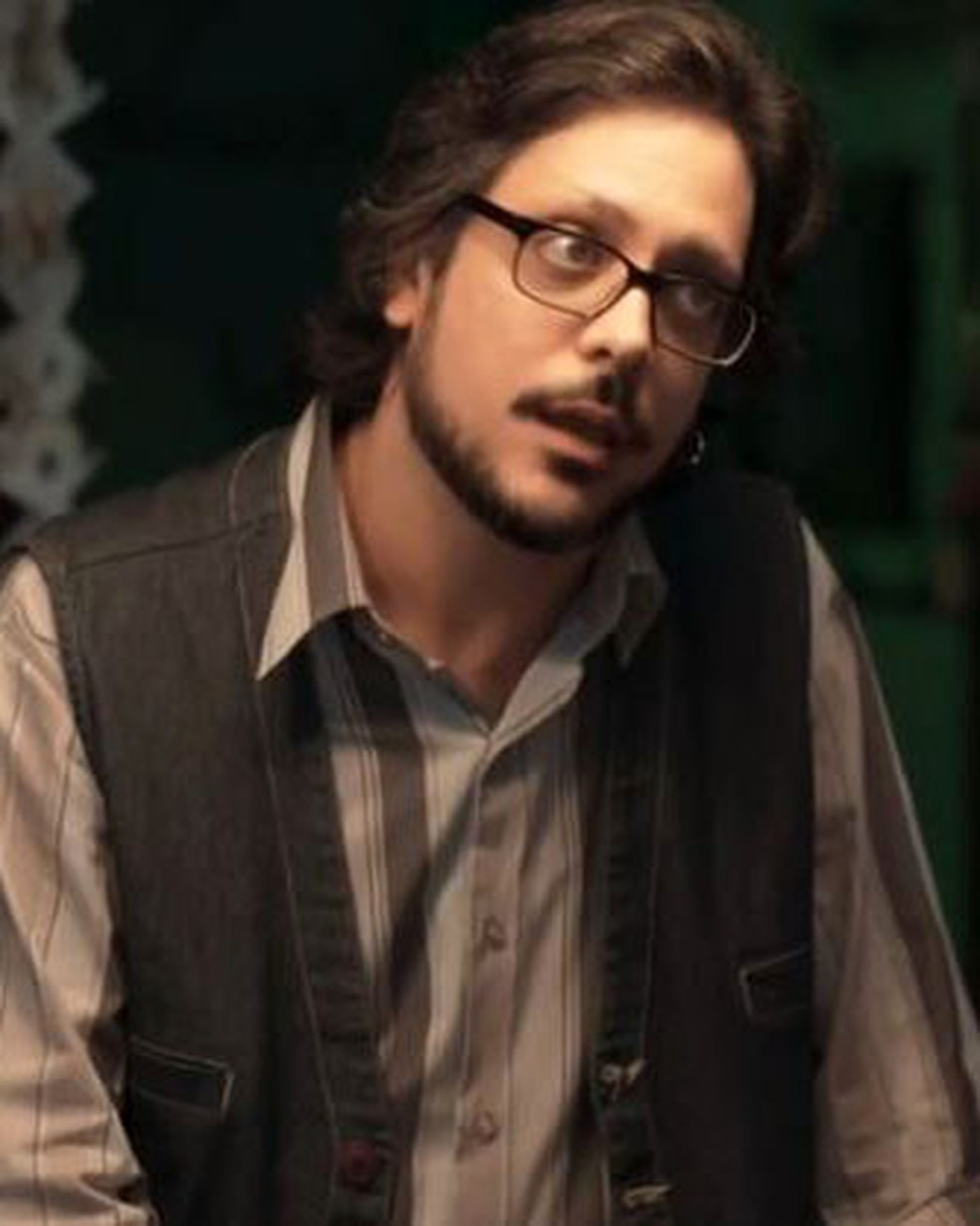 Roney (Lucio Mauro Filho) pressiona Tato (Matheus Abreu) sobre a paternidade de Tonico em 'Malhação - Viva a Diferença' — Foto: Globo