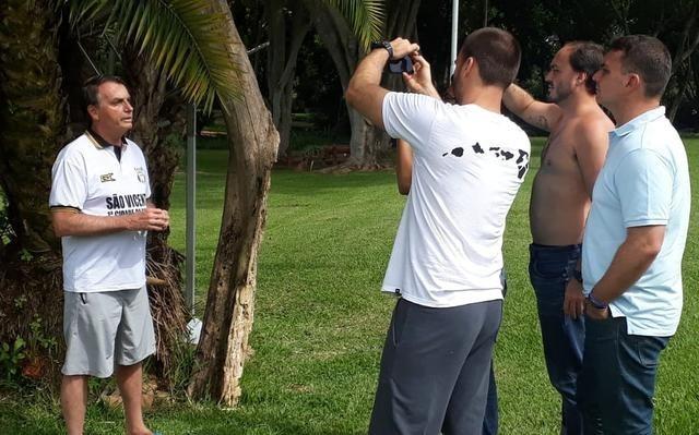 O presidente Jair Bolsonaro e os filhos Eduardo, Flávio e Carlos