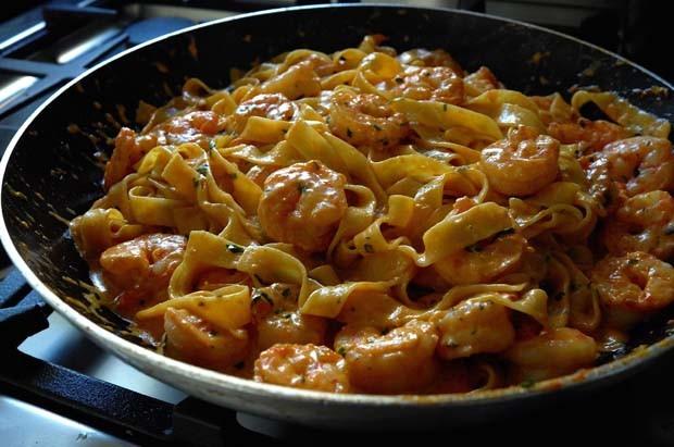 Lasagnette com molho cremoso de camarão, conhaque e estragão (Foto: André Lima de Luca)