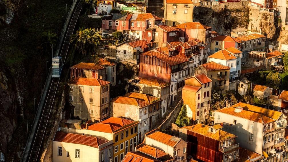 Porto, em Portugal, é uma cidade de muitas colunas e ruas de pedra — Foto: Pixabay