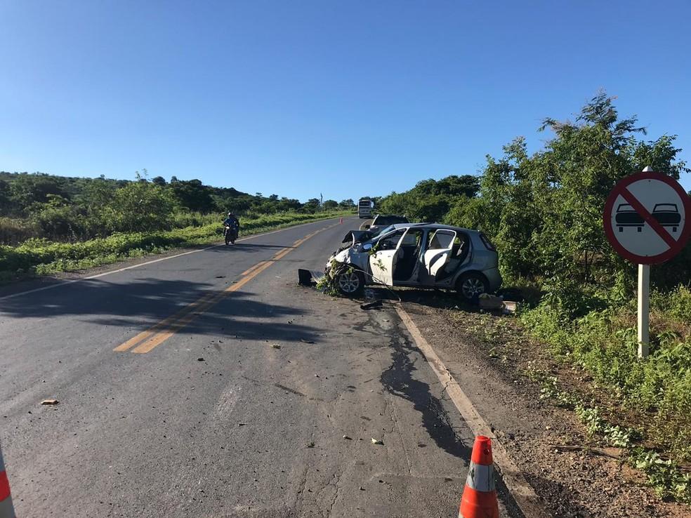 Veículo sofreu danos após o acidente registrado na MG-122 — Foto: Polícia Militar Rodoviária/Divulgação
