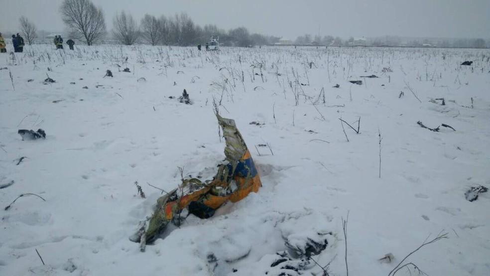 Pedaço do avião da Saratov que caiu perto de Moscou, Rússia (Foto: Reuters)