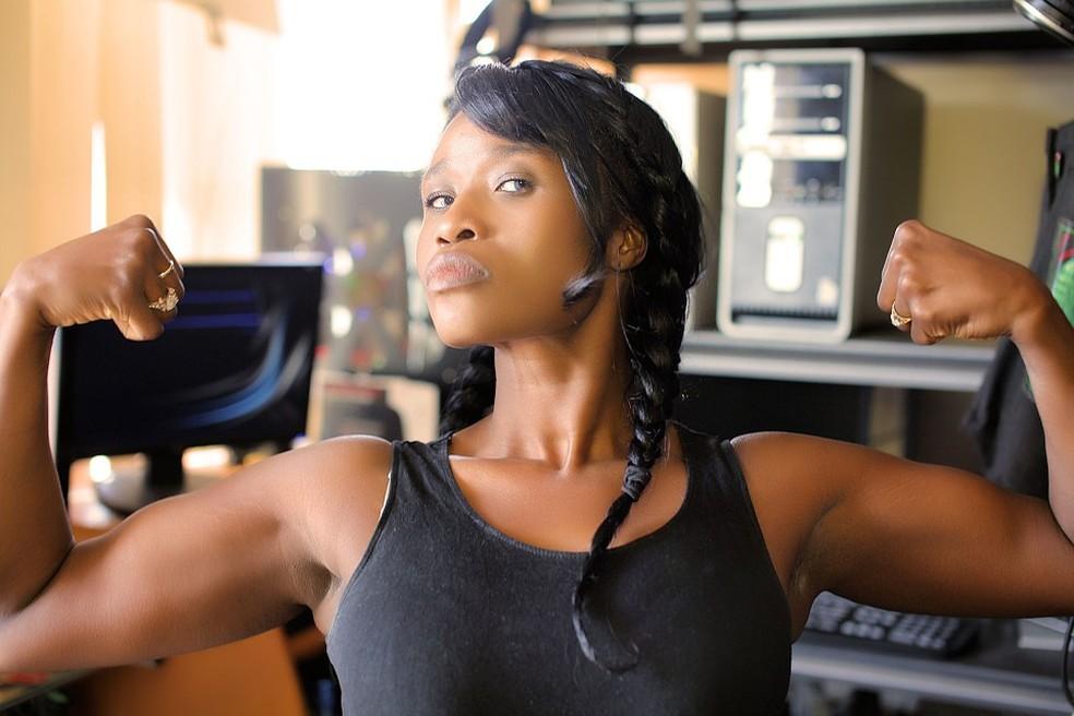 Se as mulheres ficassem mais fortes do que os homens, elas também teriam que se tornar mais largas, porque são necessários ossos maiores para apoiar músculos maiores (Foto: Sabine Mondestin/Pixabay)