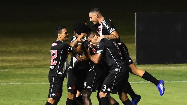 Jogadores do Vasco comemoram vitória sobre o Atlético-MG