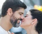 Bruno Cabrerizo e Carol Castro em cena de 'Órfãos da terra' | Raquel Cunha/TV Globo