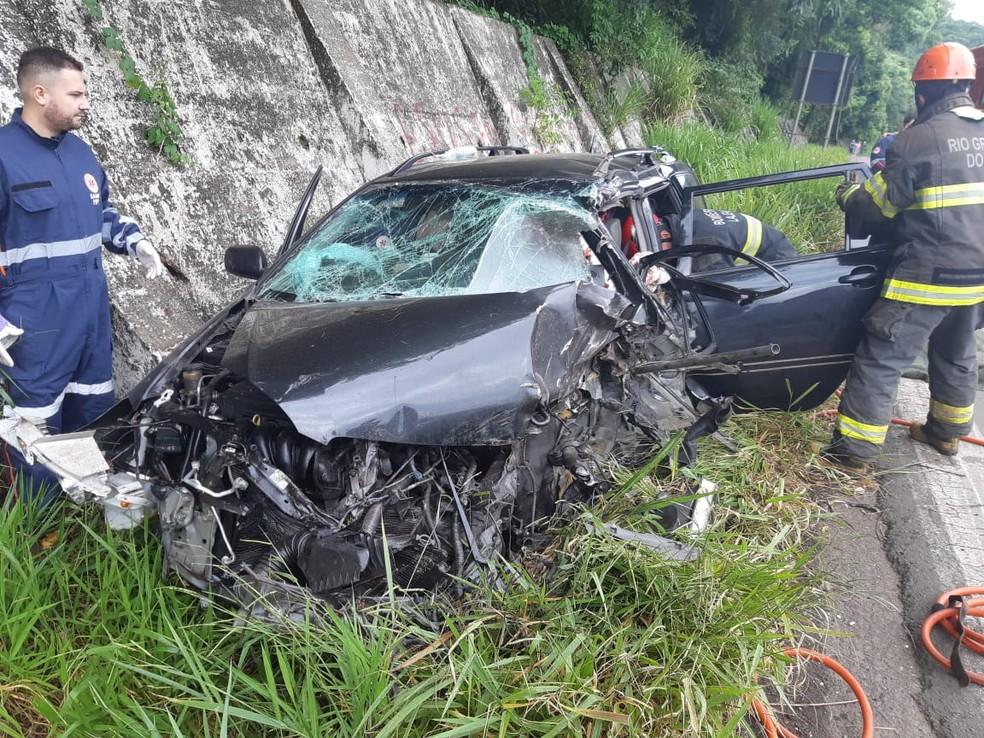 Carro ficou destruído em acidente com caminhão na BR-386 — Foto: PRF/Divulgação