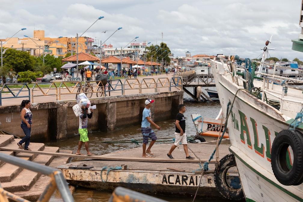 Rio Tapajós tem intenso fluxo de barcos no Pará — Foto: Marcelo Brandt/G1