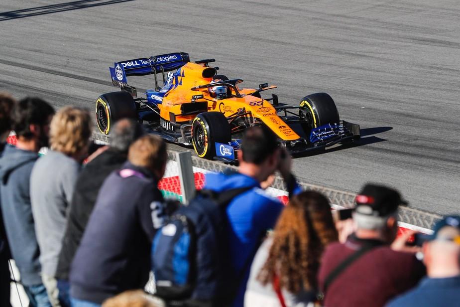 Sainz é o mais rápido na quarta-feira de treinos da F1 em Barcelona. Vettel sofre acidente
