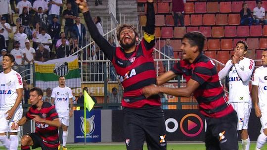 Vitória fica na frente duas vezes, mas cede empate ao Santos no Pacaembu