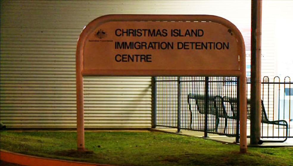 Foto de 2013 mostra entrada de centro de detenção de imigrantes na Ilha Christmas, na Austrália — Foto: AFP