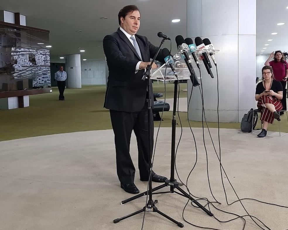 O presidente da Câmara, deputado Rodirgo Maia (DEM-RJ), durante entrevista no Salão Verde — Foto: Luiz Felipe Barbiéri / G1