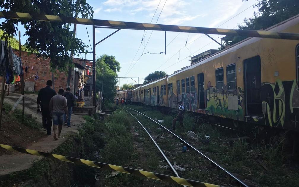 Área da linha de trem onde ocorreu a batida na tarde desta sexta-feira (1º), em Salvador — Foto: João Souza/G1BA