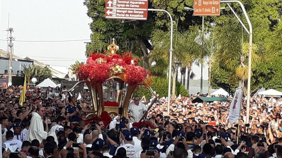 Círio 2019 - Fiés aguardando a imagem de Nossa Senhora de Nazaré — Foto: Caio Maia/G1 PA