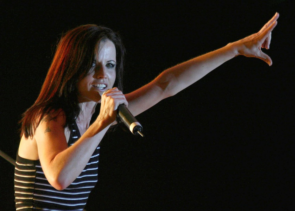 Dolores O'Riordan, do Cranberries, em show de 2017 (Foto: REUTERS/Arben Celi)