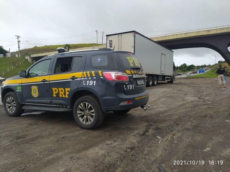 Caminhoneiro foragido da Justiça é preso na Via Dutra, em Volta Redonda