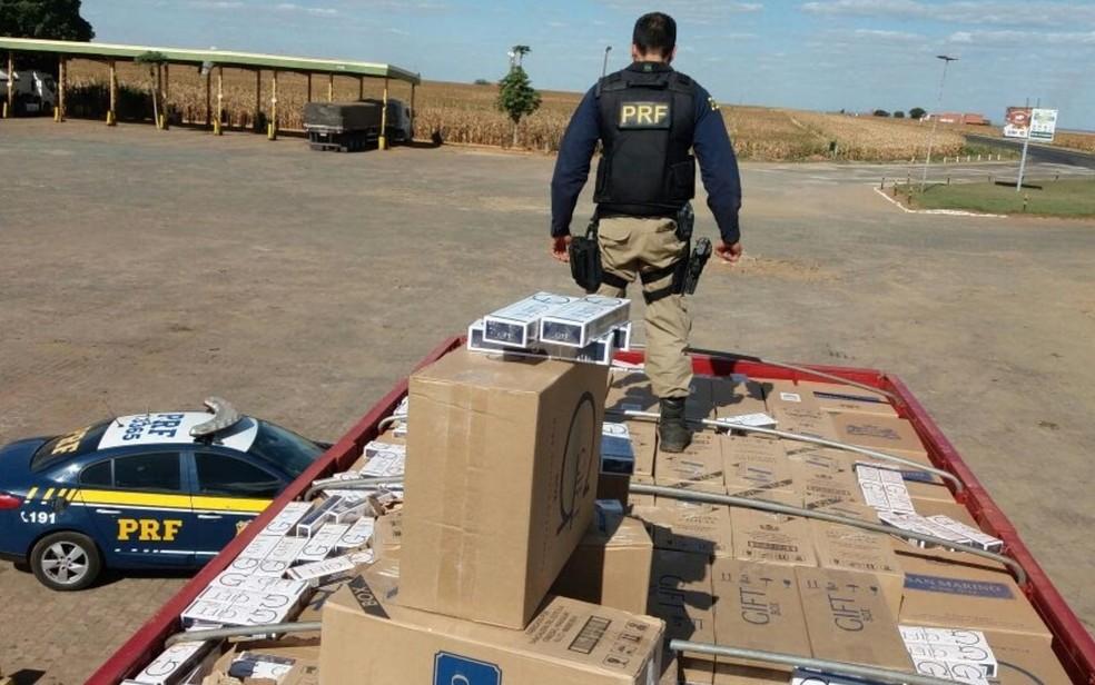 15 veículos foram apreendidos na operação, em Goiás (Foto: Divulgação/PRF)