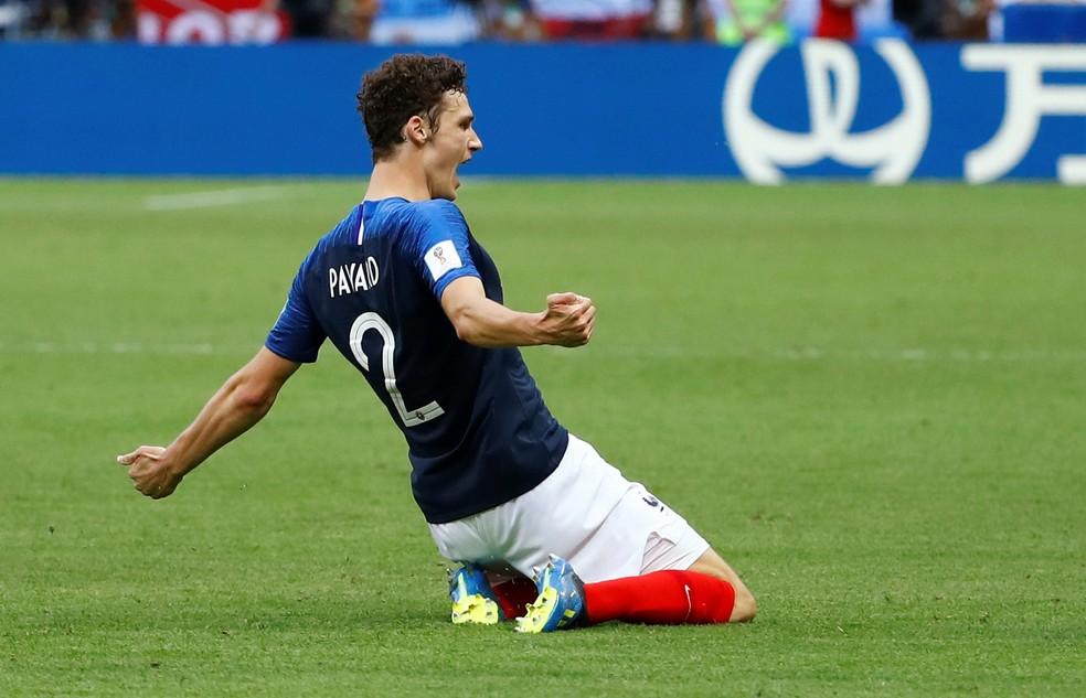 Pavard celebra gol pela França (Foto: REUTERS/Michael Dalder)