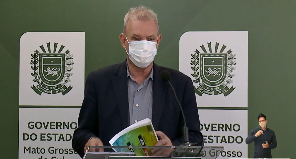Covid decresce em MS, mas Campo Grande continua como epicentro com hospitais lotados e fila por leitos, diz secretário de Saúde