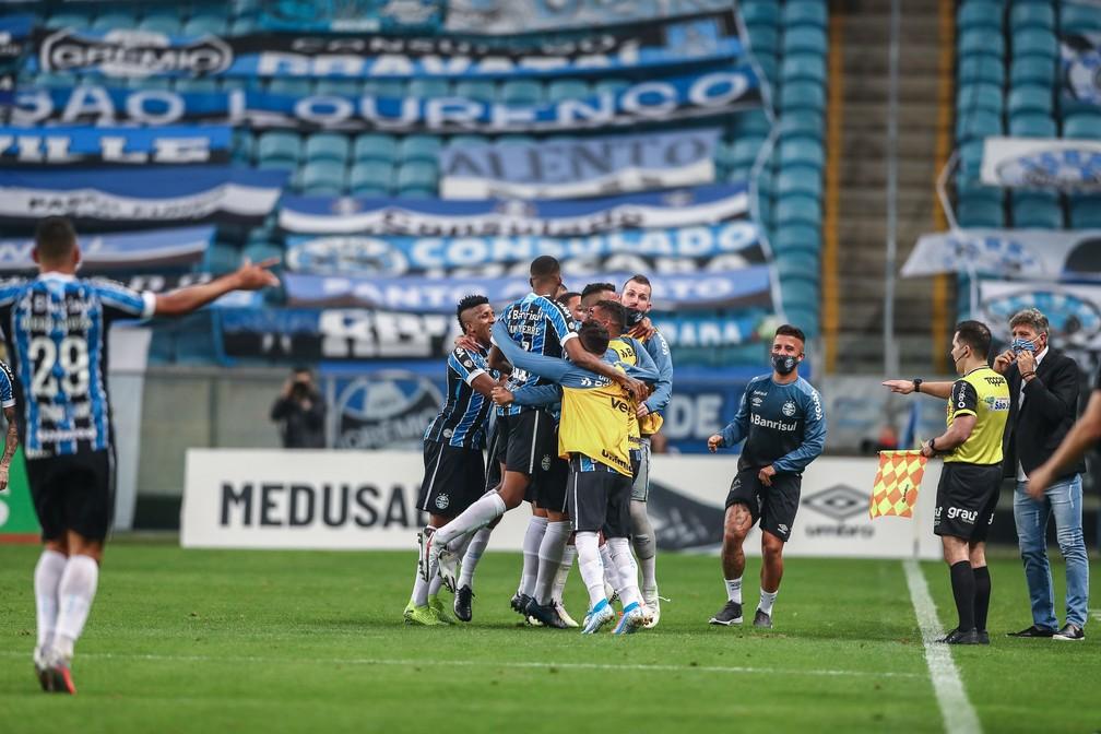 Jogadores do Grêmio comemoram gol no Gre-Nal — Foto: Lucas Uebel/Grêmio