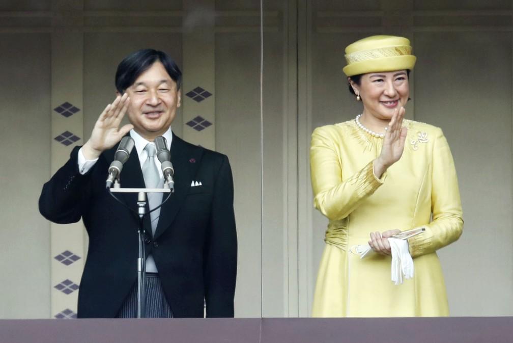 Elogios e gritos marcam primeira saudação de novo imperador do Japão — Foto: Fumine Tsutabayashi/Kyodo News via AP