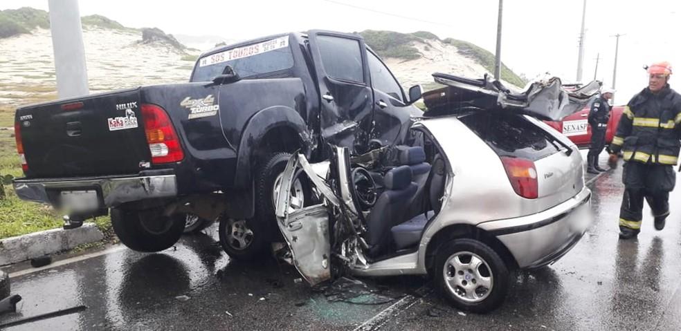 Acidente aconteceu na Via Costeira, na faixa sentido Praia do Meio/Ponta Negra  — Foto: Klênyo Galvão/Inter TV Cabugi