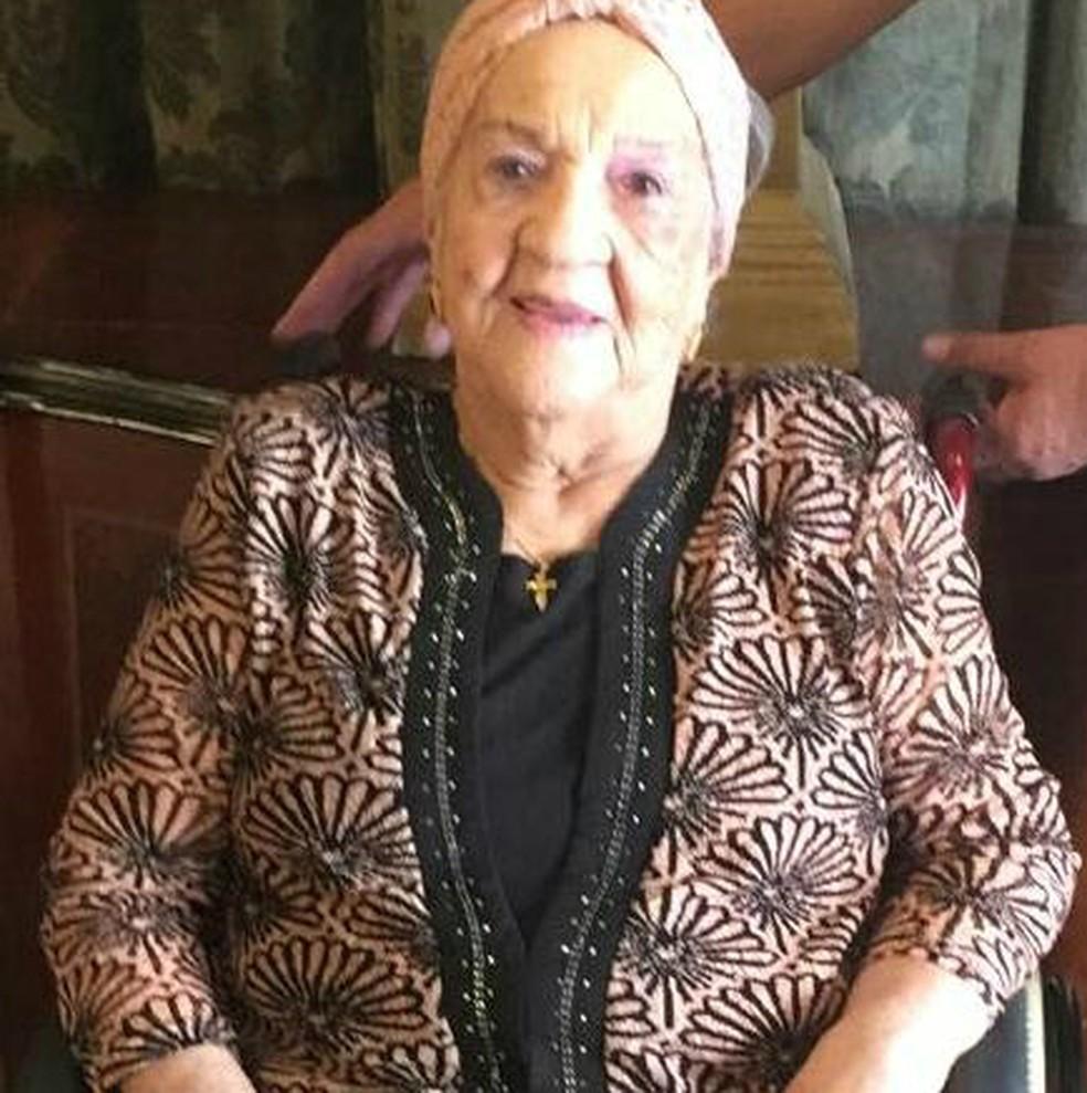 Maria Leonor de Souza, moradora de Cascavel, no oeste do Paraná, completou 100 anos na sexta-feira (6) (Foto: Mari Bueno/Arquivo Pessoal)