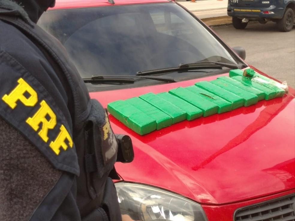 PRF apreende 10 quilos de maconha e prende casal em São Gonçalo do Amarante, na Grande Natal — Foto: Divulgação/PRF