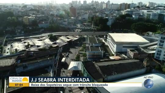 Trânsito na Baixa dos Sapateiros é desviado após incêndio; acessos à via estão bloqueados