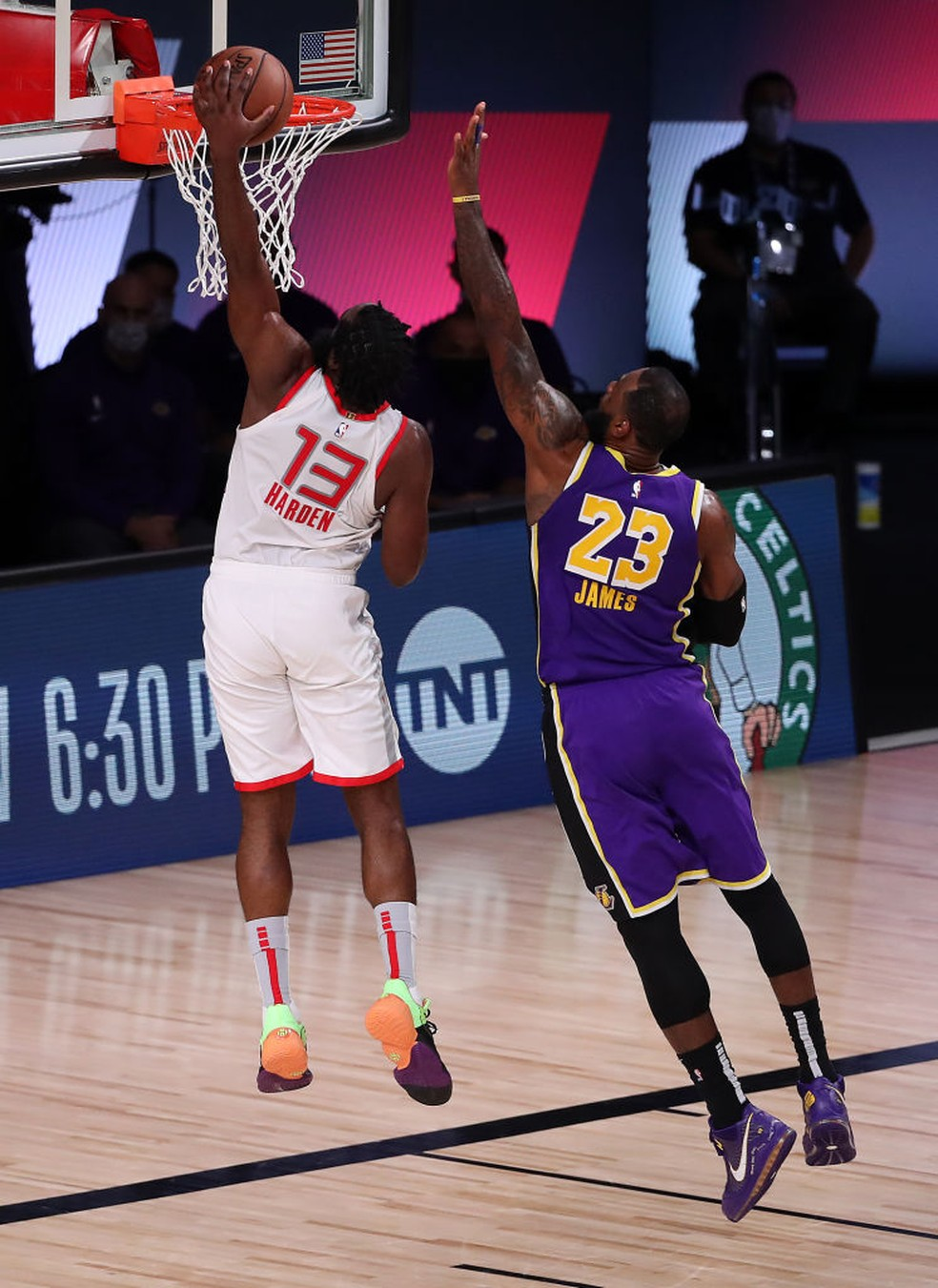 James Harden - Houston Rockets x Los Angeles Lakers — Foto: Mike Ehrmann/Getty Images