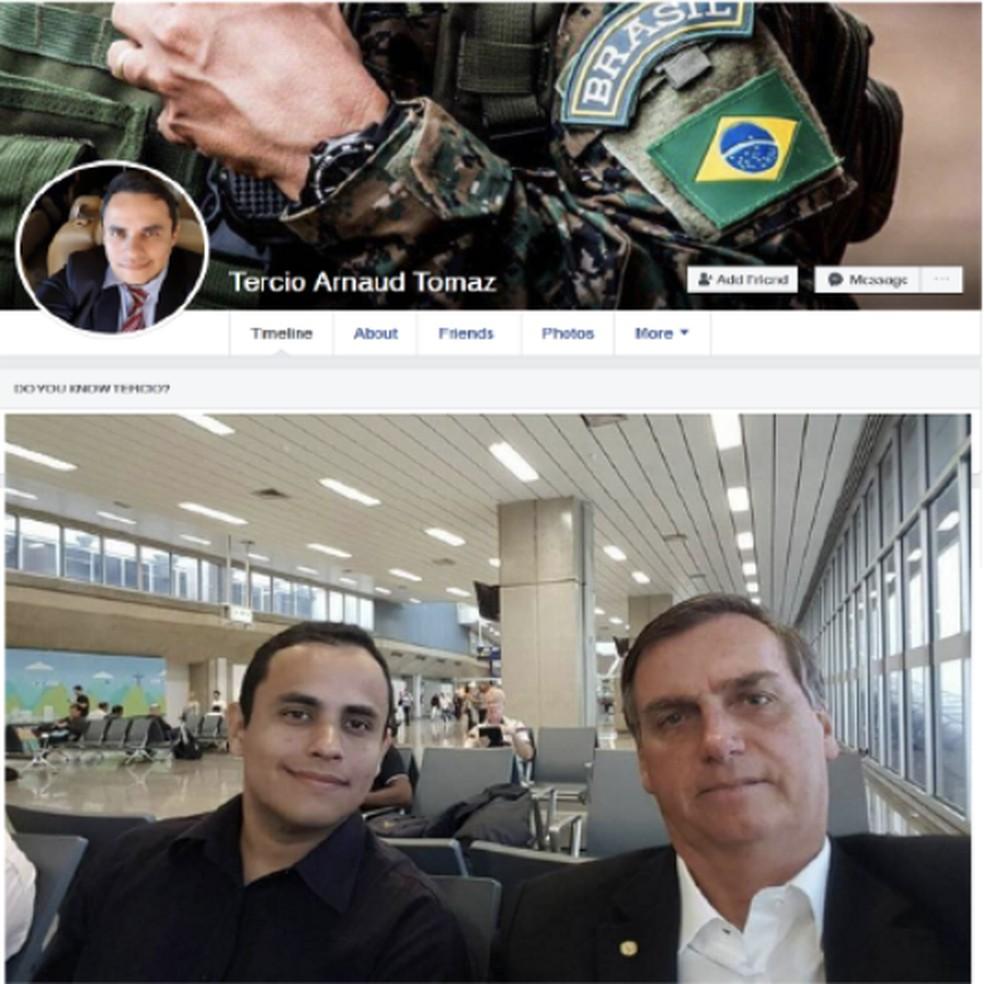Tercio Arnaud Tomaz teve sua página no Facebook excluída. Antes, tinha foto com o presidente Jair Bolsonaro — Foto: Reprodução/DFRLab