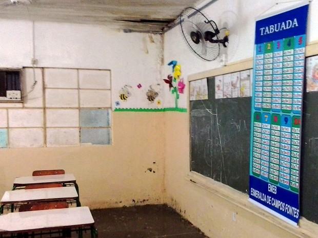 Forro da escola está em situação precária (Foto: Arquivo pessoal)