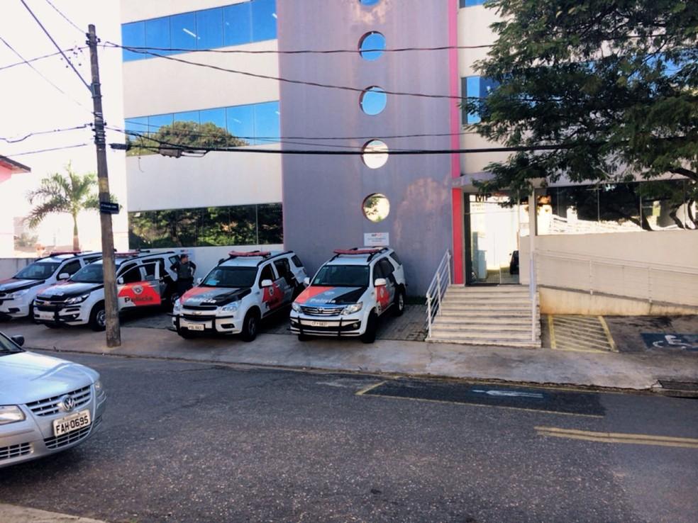 Presos em operaçãoforam levados para prestar esclarecimentos na sede do Gaeco Sorocaba (Foto: Daniel Schafer/TV TEM)