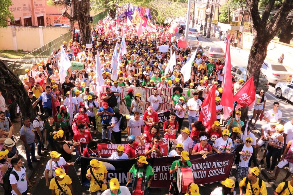 FORTALEZA: protesto em defesa da educação pública  — Foto: Xandy Rodrigues/Futura Press/Estadão Conteúdo