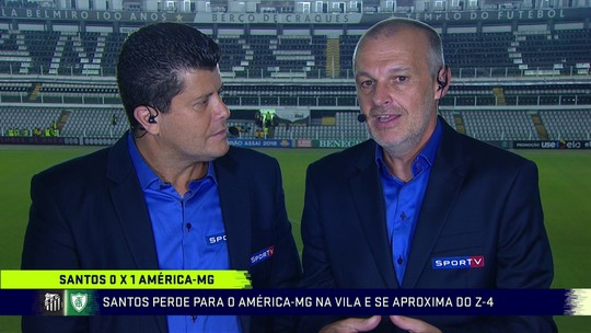 """Comentarista vê bagunça no time do Santos: """"Precisa desesperadamente de um treinador"""""""