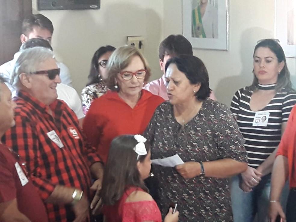 Fátima Bezerra participou de um fórum de servidores públicos e, em entrevista, falou sobre o projeto dela para o funcionalismo nesta terça (28) (Foto: Heloísa Guimarães/Inter TV Cabugi)