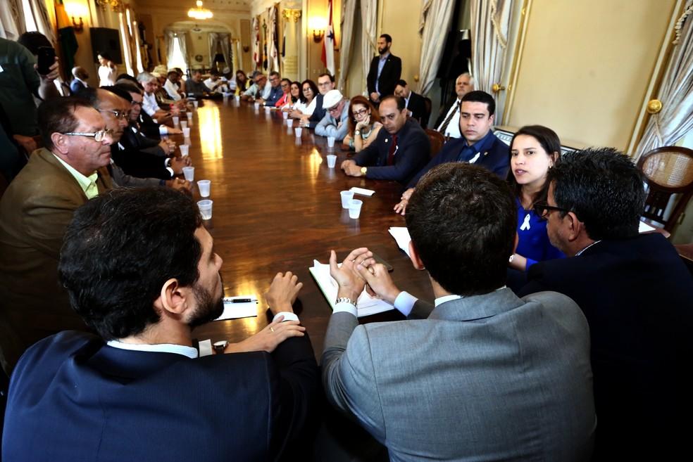 Representantes dos governos municipal e estadual participaram da reunião (Foto: Aluísio Moreira/SEI)