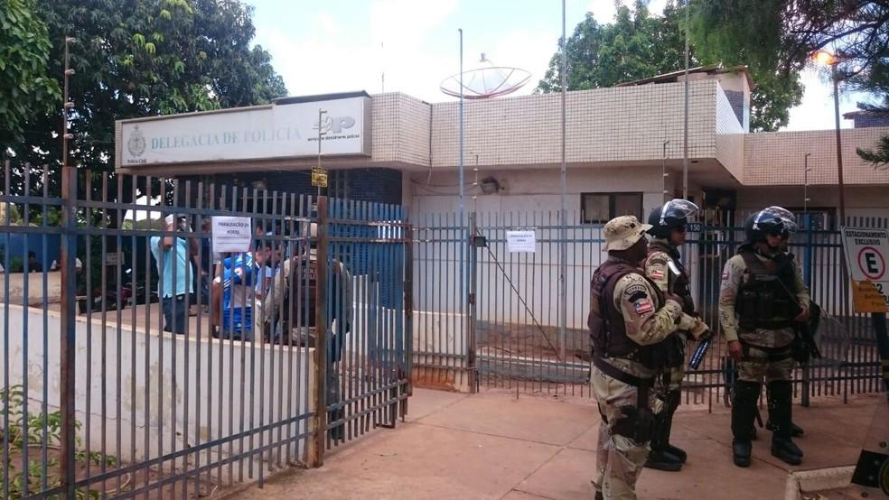 Prisão aconteceu na delegacia de Luís Eduardo Magalhães, na região oeste da Bahia — Foto: Muller Nunes/TV Oeste