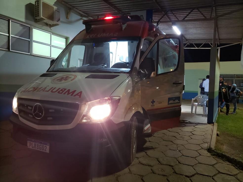 Jovem foi levada para UPA depois de ser esfaqueada, mas não resistiu aos ferimentos — Foto: Weslei Santos/Blog Sigi Vilares