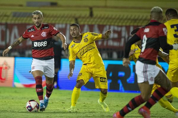 Arrascaeta é o quinto jogador do atual elenco a entrar no top 100 de gols da história do Flamengo
